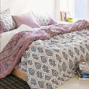 Urban Outfitters Twin Sofia Duvet Cover